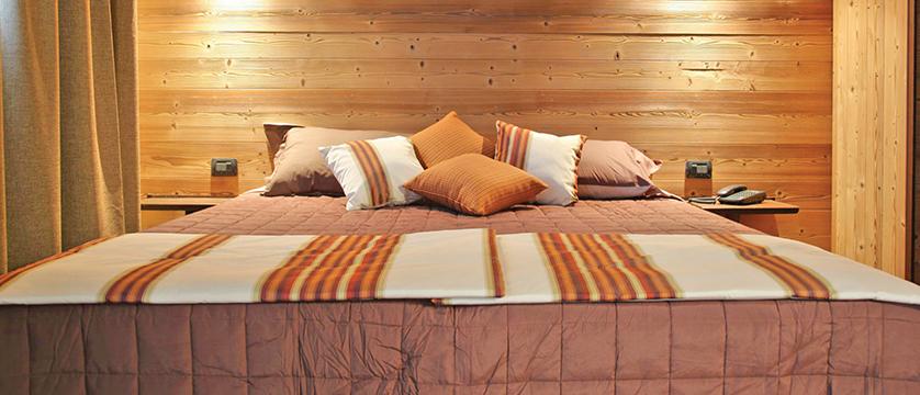 italy_pila-aosta_hotel-la-chance_bedroom.jpg